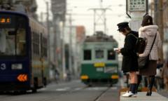 【週三|日本小說教我的事】米果:車廂內的小本閱讀